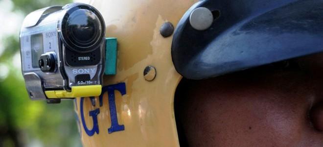 Gắn 'mắt thần' lên mũ bảo hiểm CSGT ở Sài Gòn